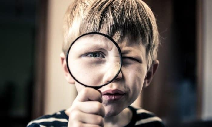 self portrait photography ideas with magnifying glass 1