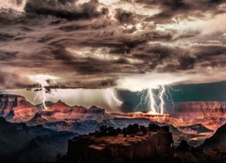 how to photograph lightning featured